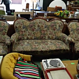 Conjunto sofá con dos sillones 1