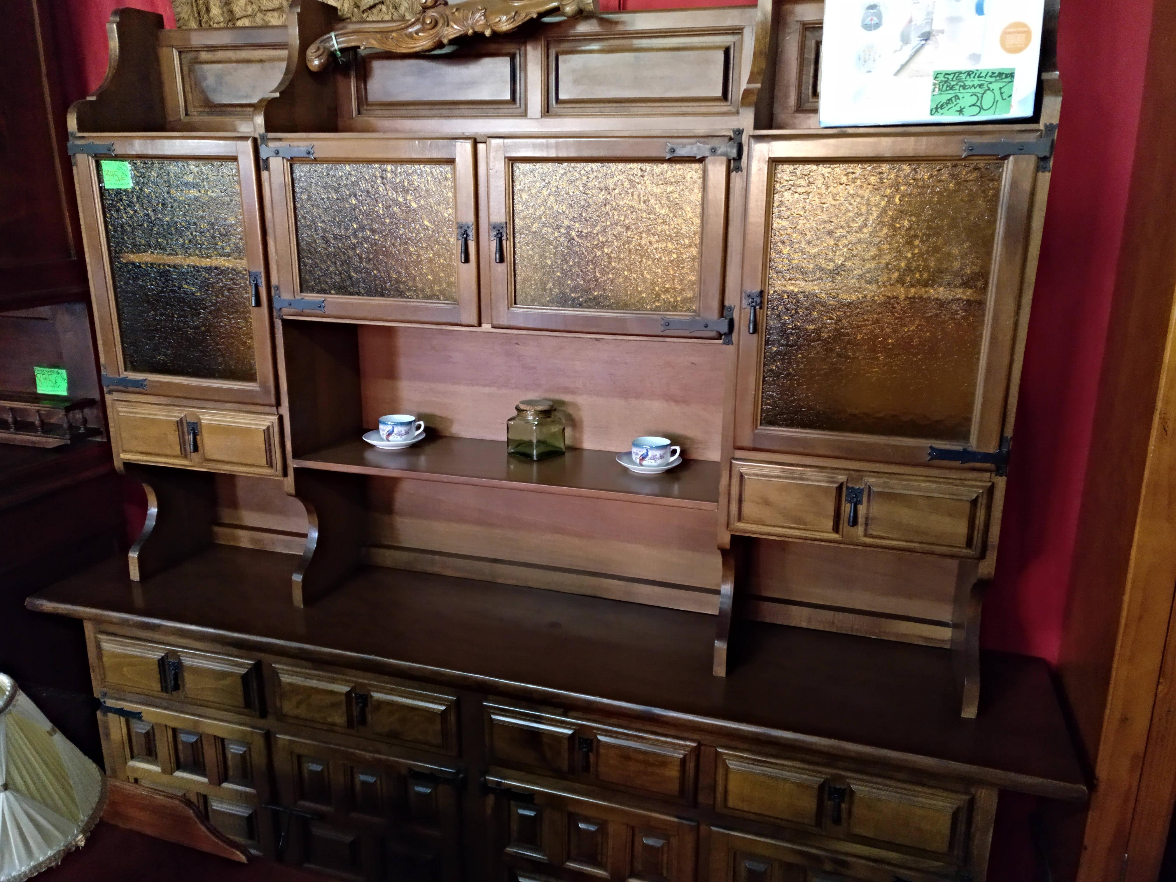 Mueble de comedor castellano con herraje