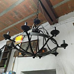 Lámpara de forja maciza hecha a mano