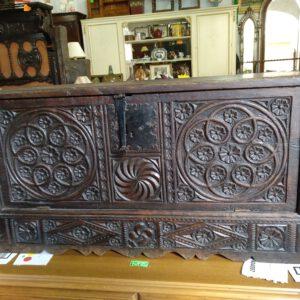 Arca con puerta frontal de madera de castaño 1