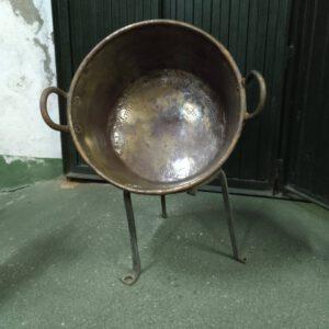 Caldero de cobre con soporte