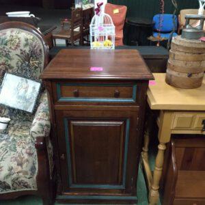 Mueble minibar de madera de castaño