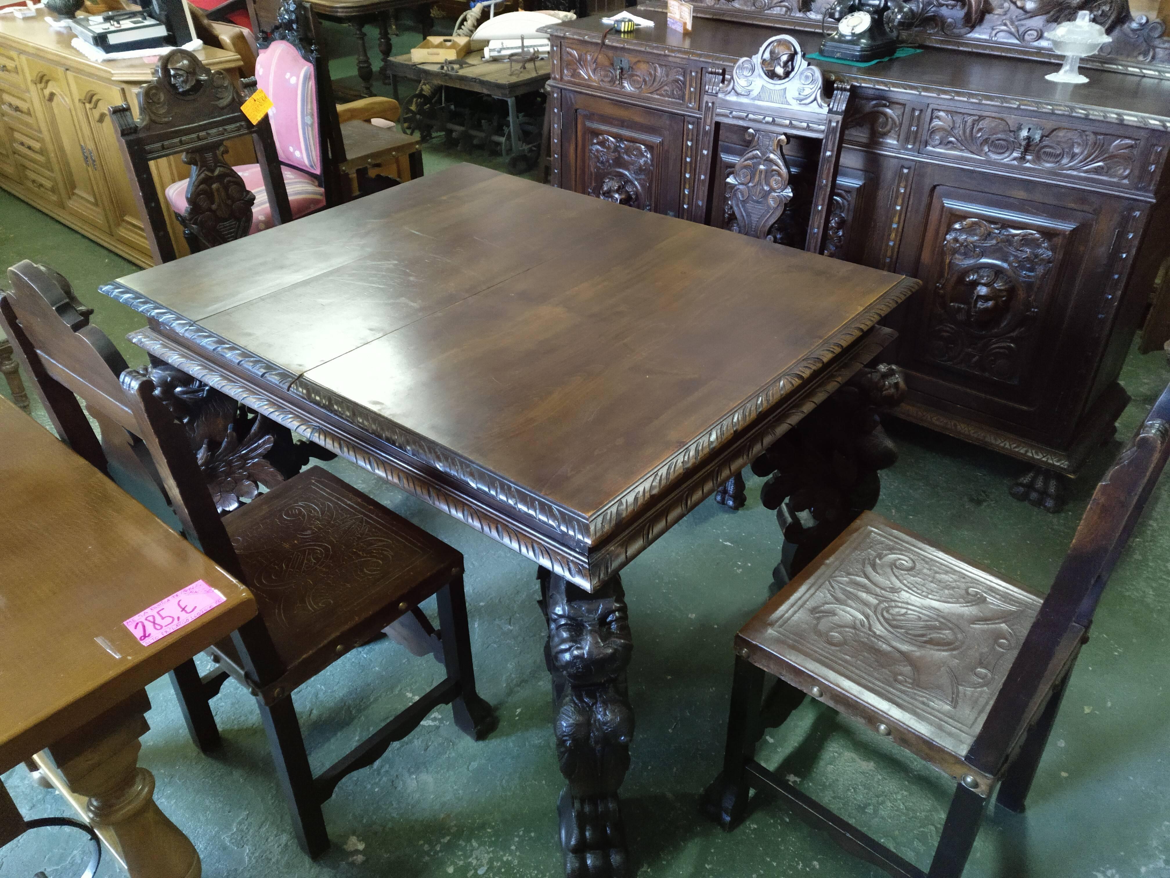 Juego mesa extensible de 3 hojas y 6 sillas renacentistas 1