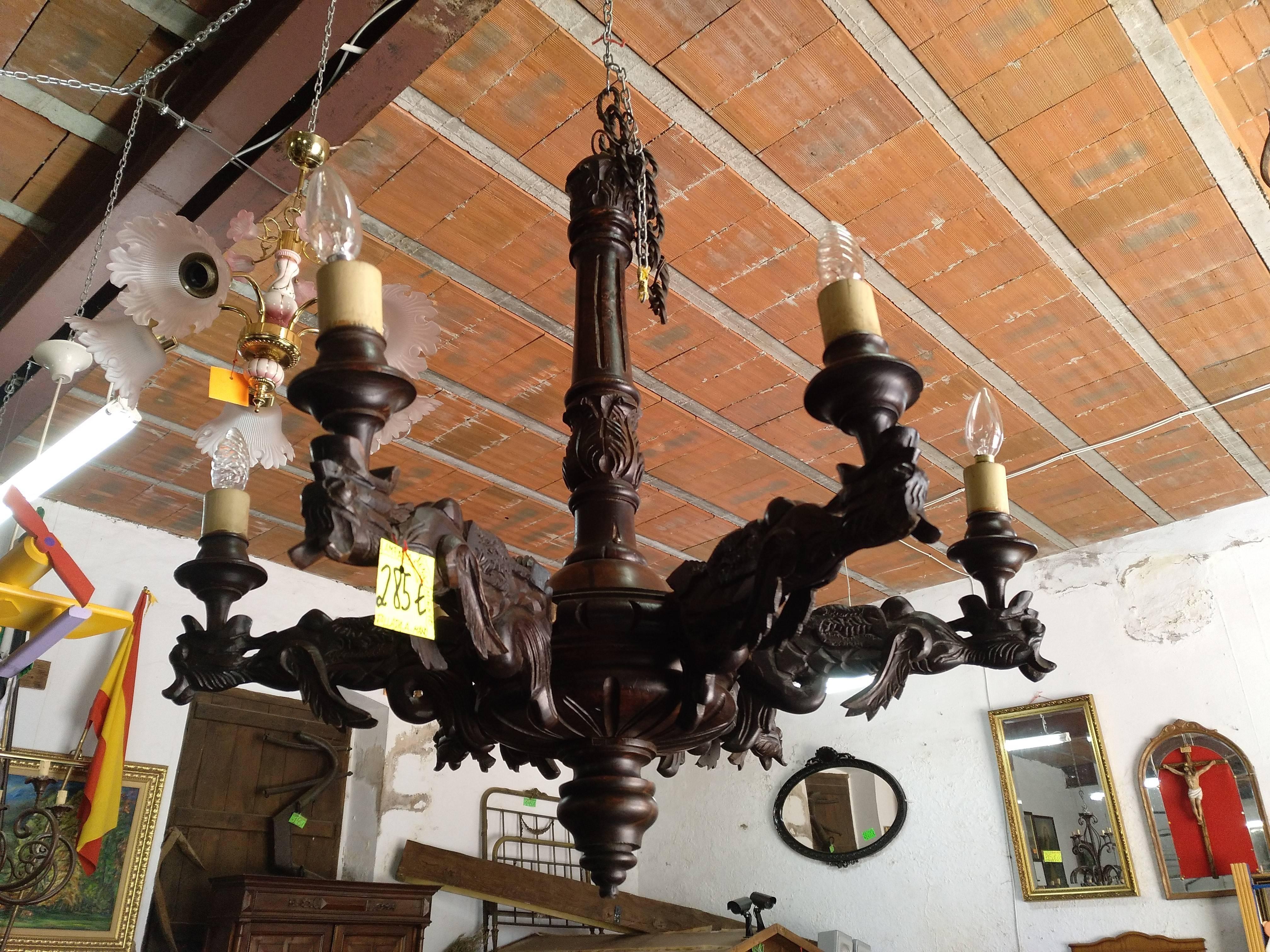 Lámpara renacentista tallada a mano 1