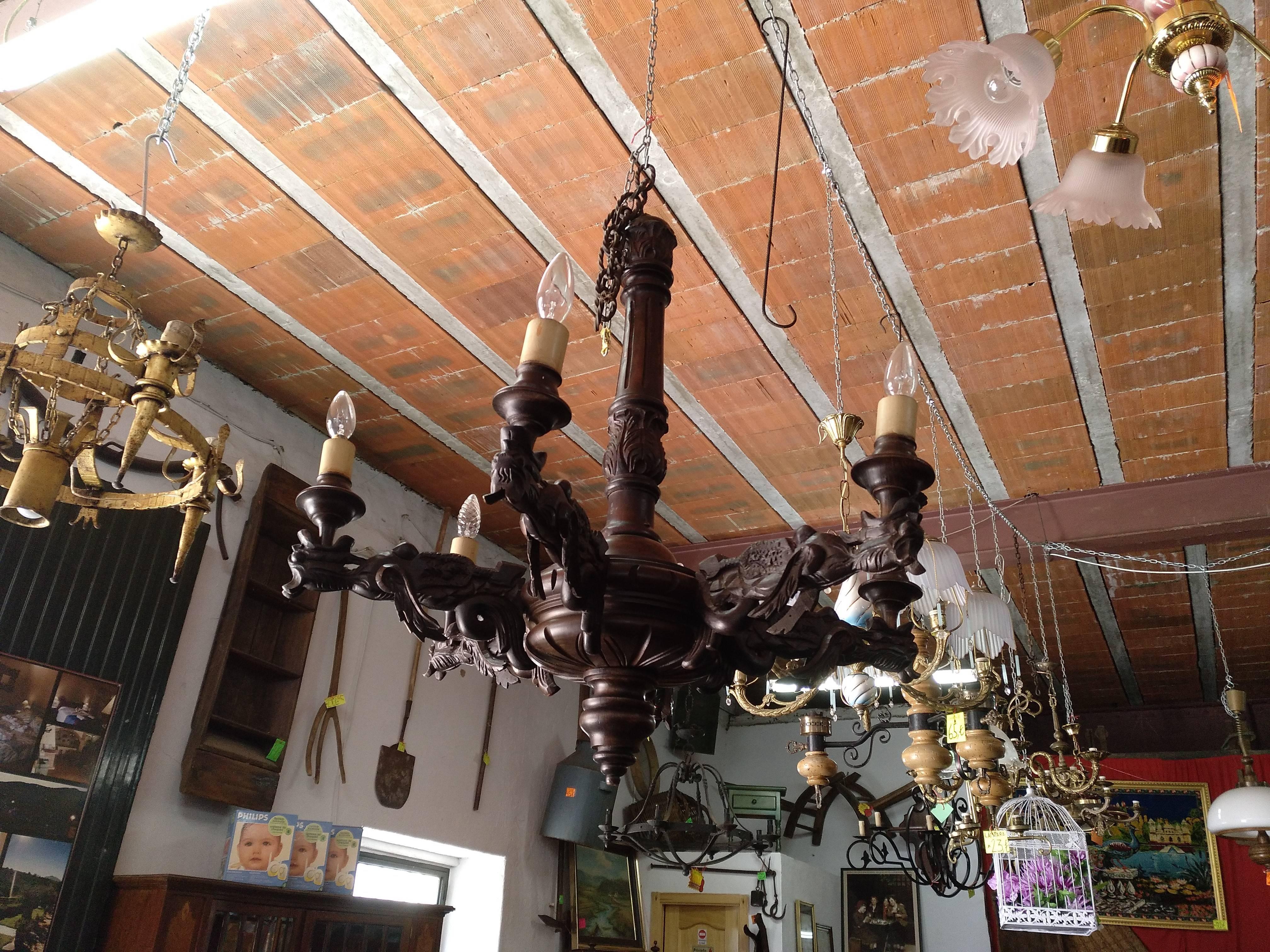 Lámpara renacentista tallada a mano 2