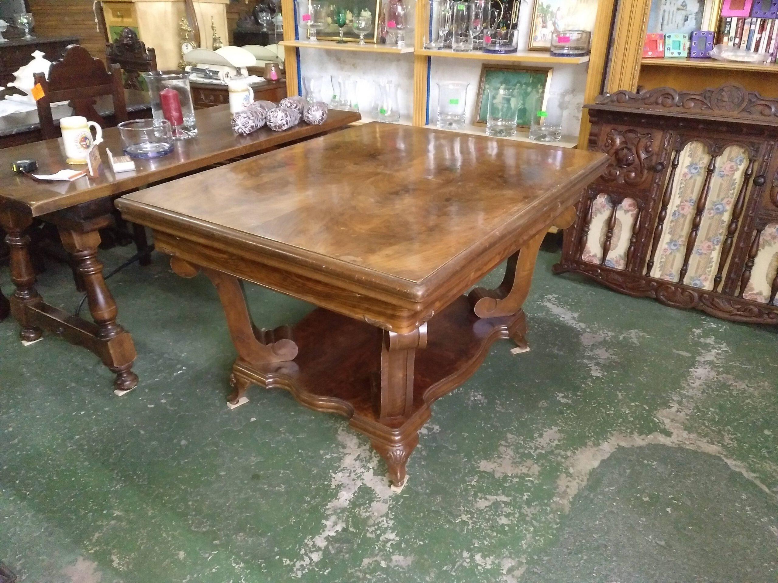 Mesa de salón de madera de nogal 1