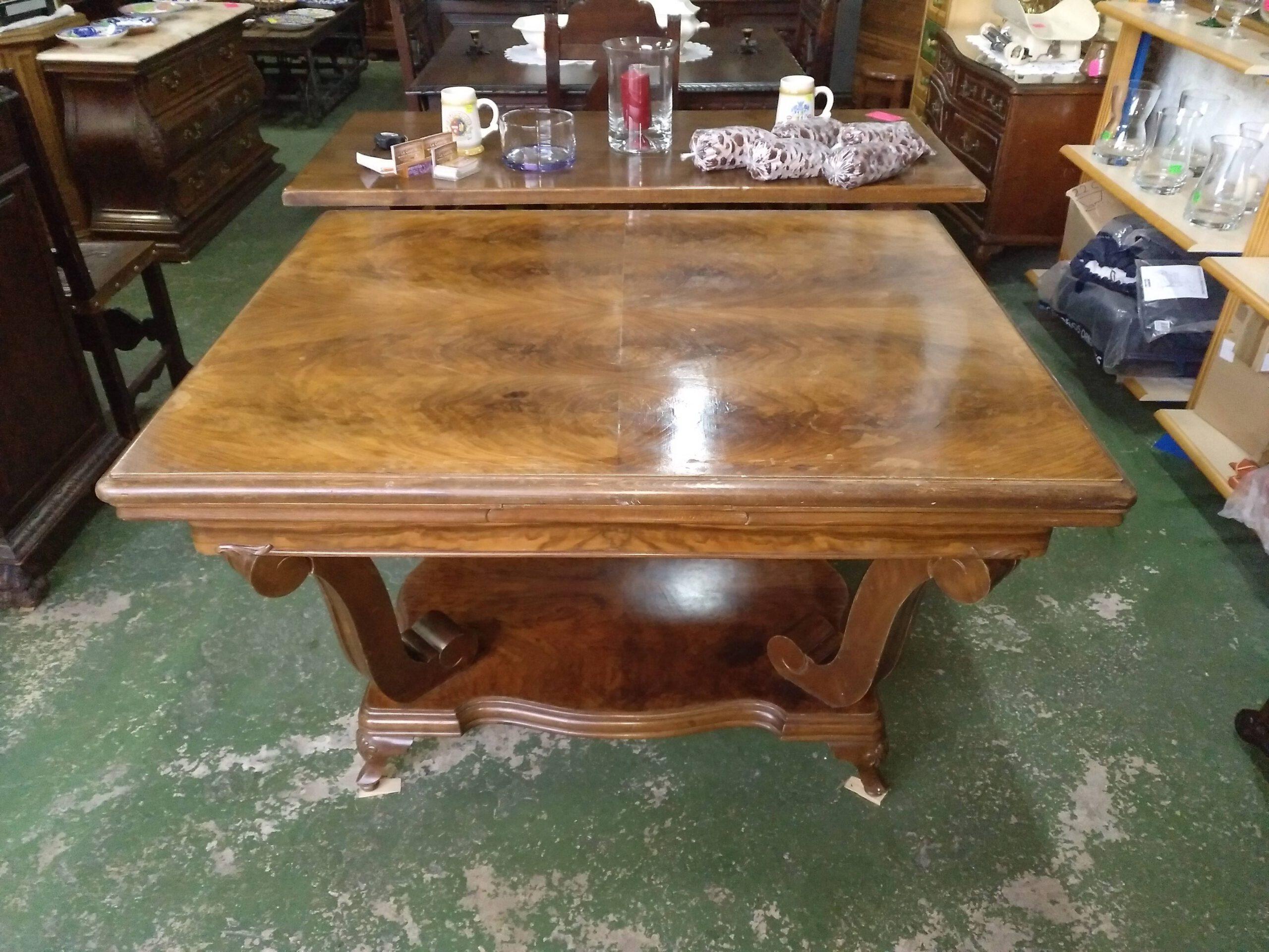 Mesa de salón de madera de nogal 2