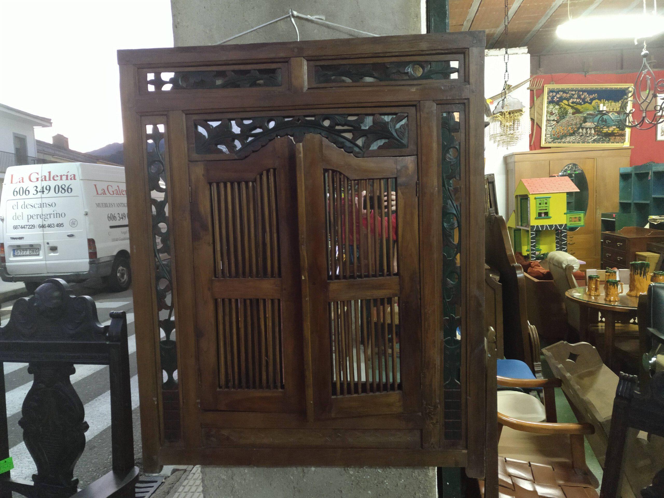 Ventana decorativa con 2 puertas y con espejo de madera de cerezo 1