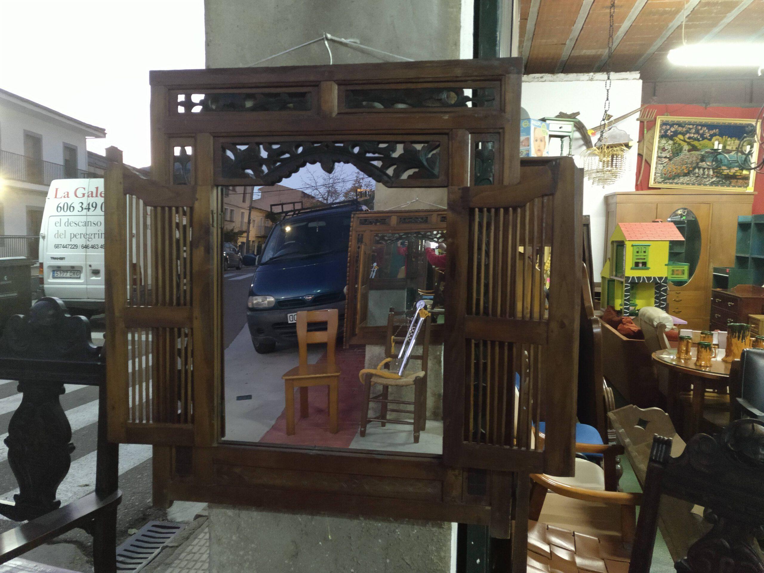 Ventana decorativa con 2 puertas y con espejo de madera de cerezo 2