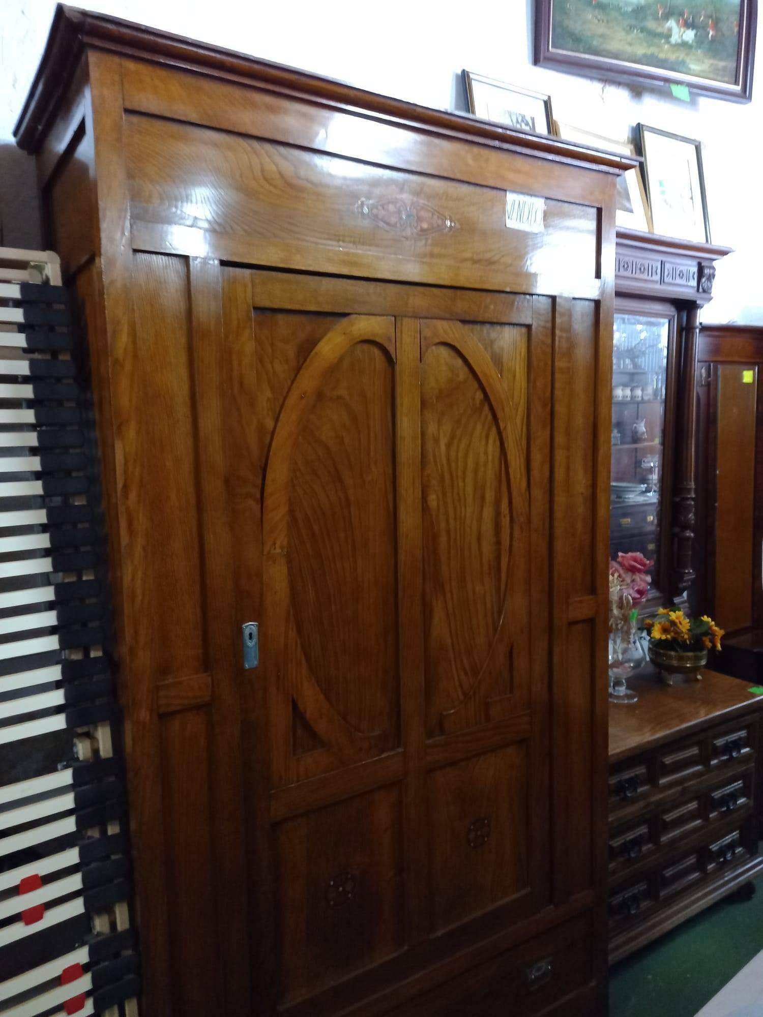 Armario de madera con una puerta 1