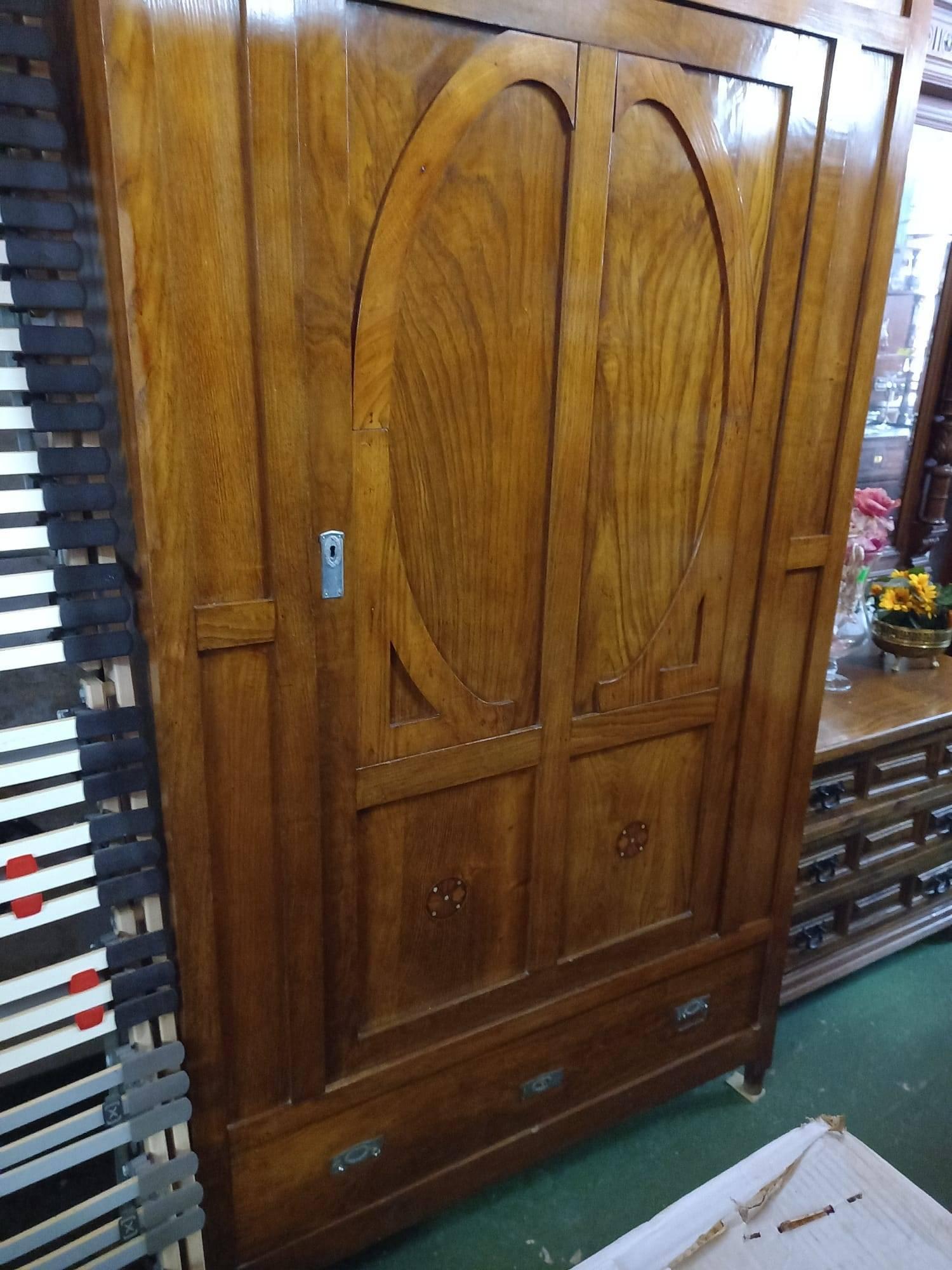 Armario de madera con una puerta 2